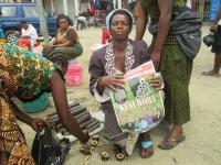 市場でのkuni bora販売の様子1